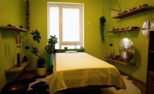 Klangschalentherapie Behandlungsraum Praxis Frankfurt